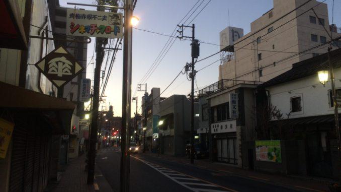青梅駅前の昭和レトロな商店街