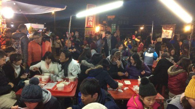 台湾・十份の屋台グルメスポット
