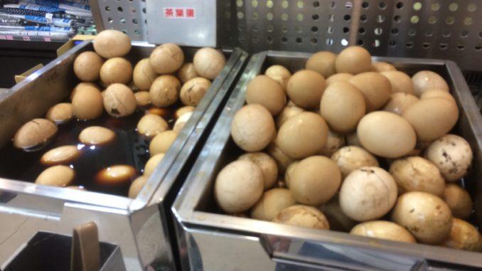 台北のおすすめ穴場グルメ:コンビニの卵(茶葉蛋)