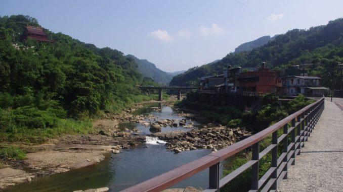 猴硐駅付近の自然と川沿いの散策