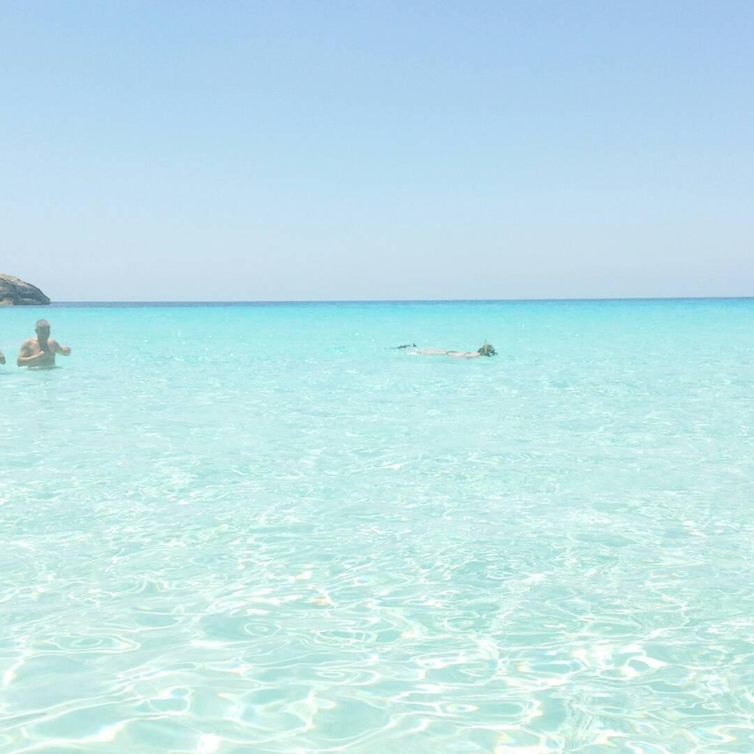 ランペドゥーザ島の観光:ラビットビーチの透明度が高く美しい海