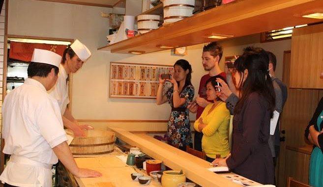 銀座・高級寿司店「神火」でインバウンド寿司教室イベント シャリ作り