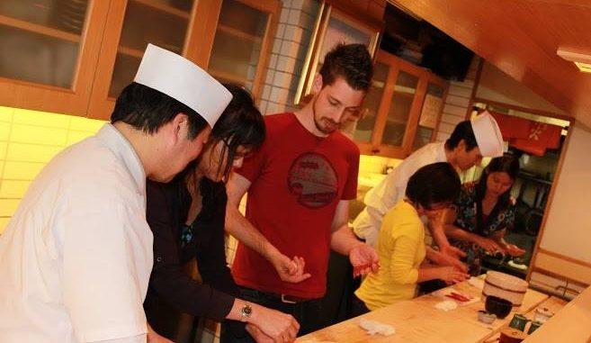 銀座・高級寿司店「神火」でインバウンド寿司教室イベント 握り寿司体験