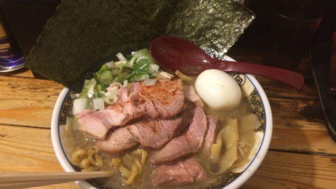 新宿のおすすめグルメ:すごい煮干ラーメン凪 新宿ゴールデン街店本館