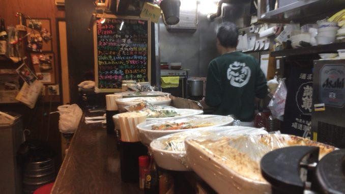新宿のおすすめグルメ:立ち飲み ありがとう 店内