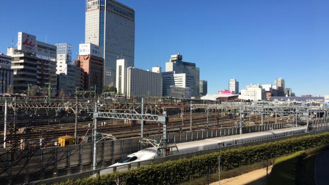 品川駅前・駅ビルと新幹線