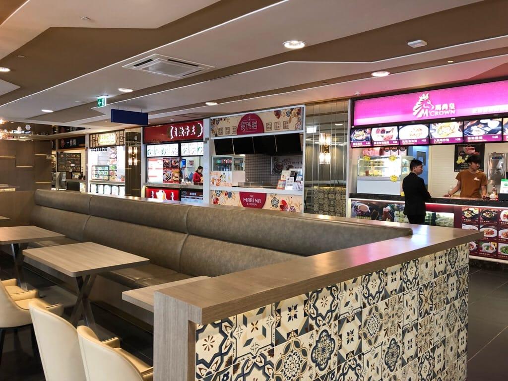 フードコート店鋪と飲食席(タイパフェリーターミナル)