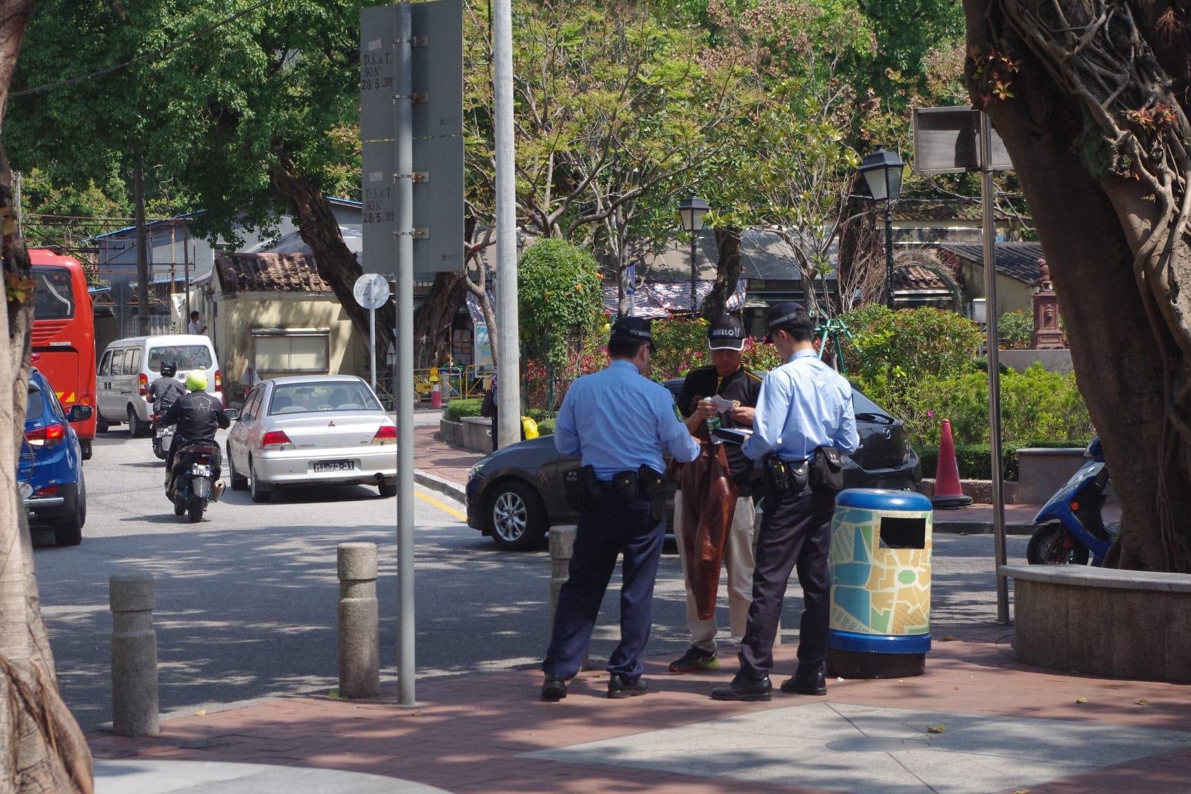 マカオの治安:警察による職務質問の風景(コロアン)