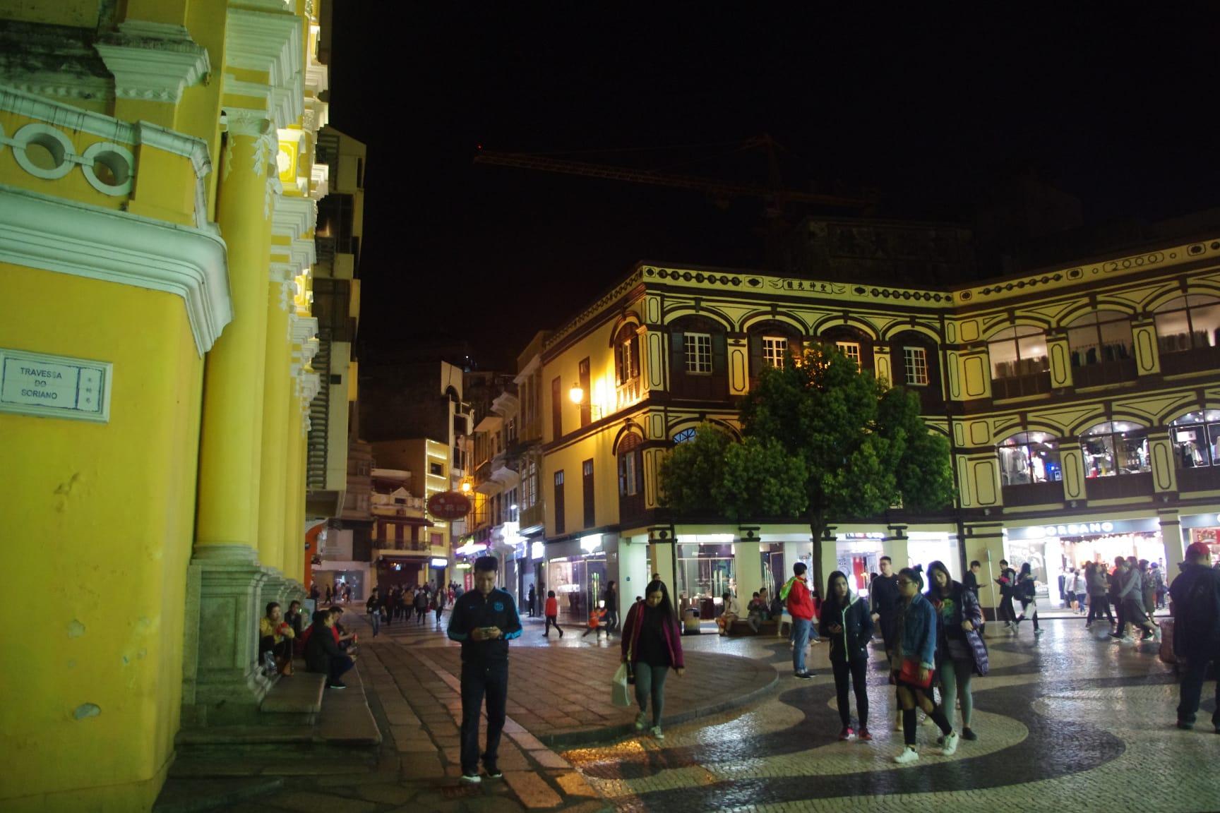 深夜近く(23時過ぎ)のマカオの街歩き
