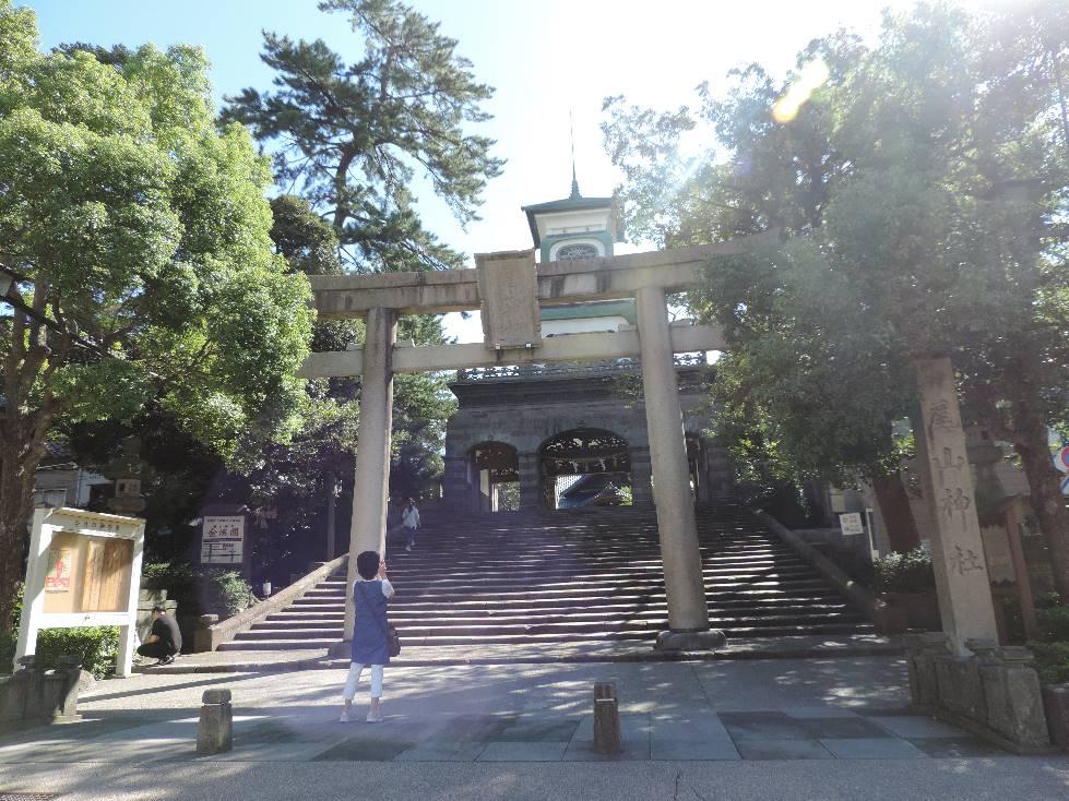 尾山神社・参道下からの神門