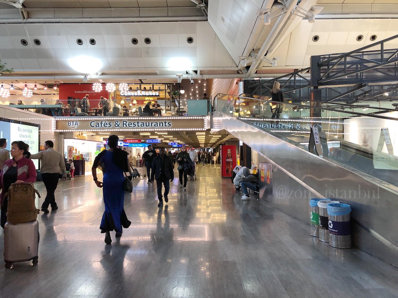 イスタンブール・アタテュルク国際空港・フードコートとレストラン