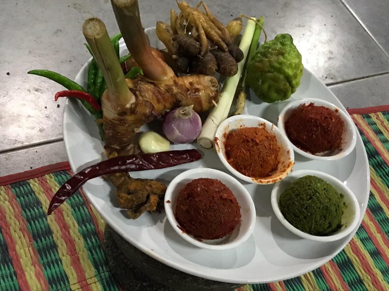 チェンマイの料理教室:カレーのペースト作り
