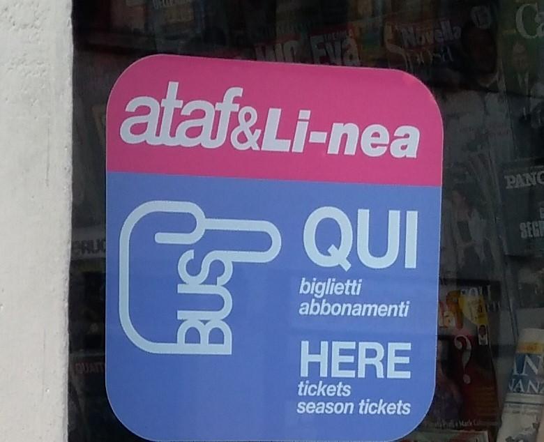 フィレンツェ・フィエーゾレ:ATAFチケット(バス)の購入場所サイン(筆者撮影)