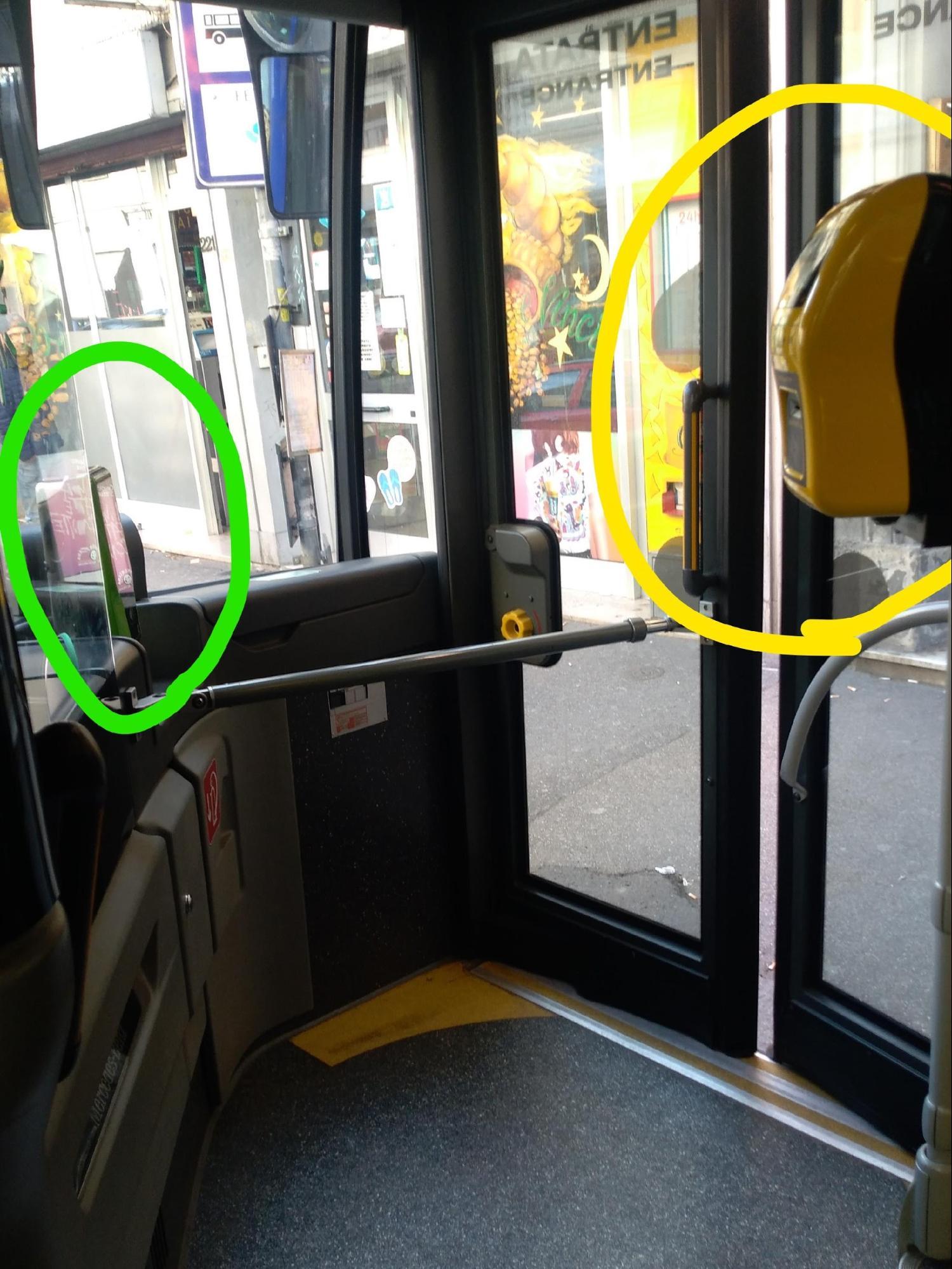 フィレンツェ・フィエーゾレ:フィエーゾレ行きのバス乗車口付近のチケットの機械(筆者撮影)