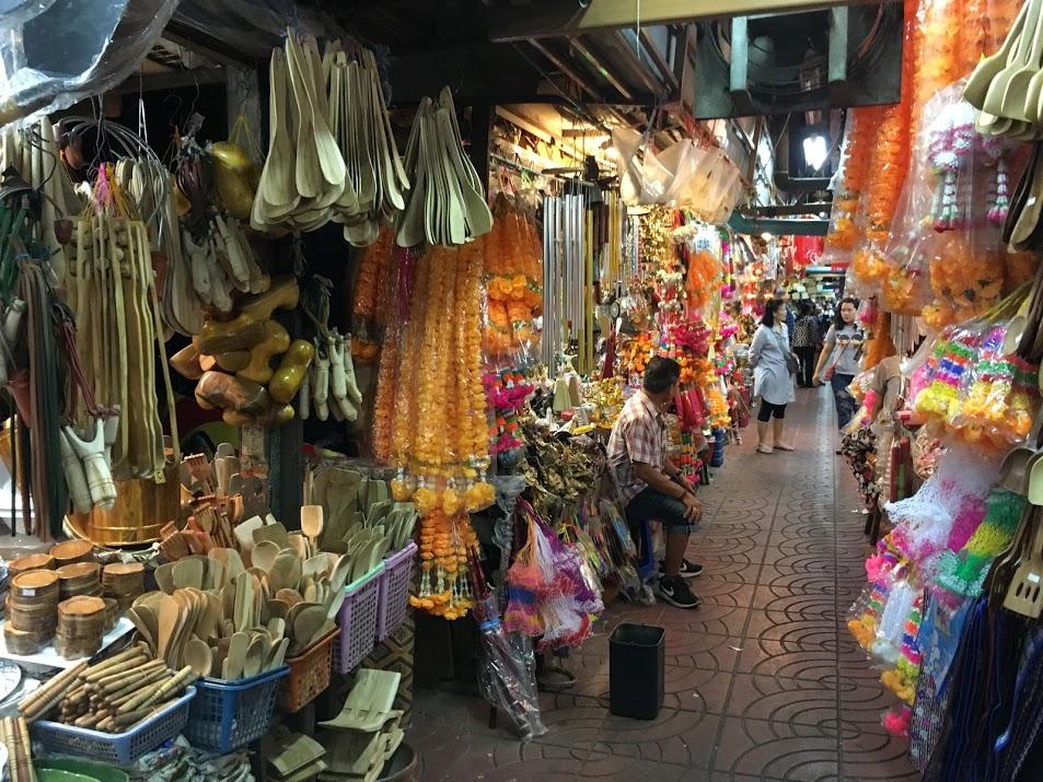 チェンマイのお土産買い物場所・ワロロット市場(工芸品など)