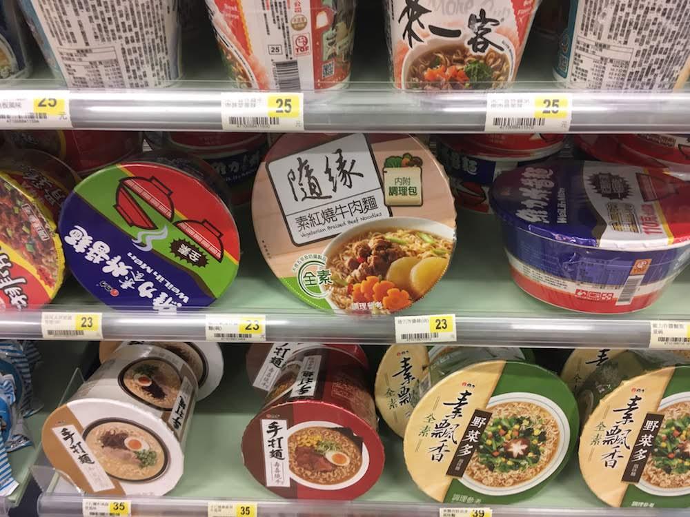 カップラーメン(牛肉麺など): 台湾現地のインスタント食品グルメのお土産
