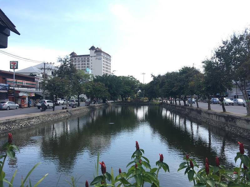 チェンマイ旧市街:四方がお濠・城壁・城門で囲まれる