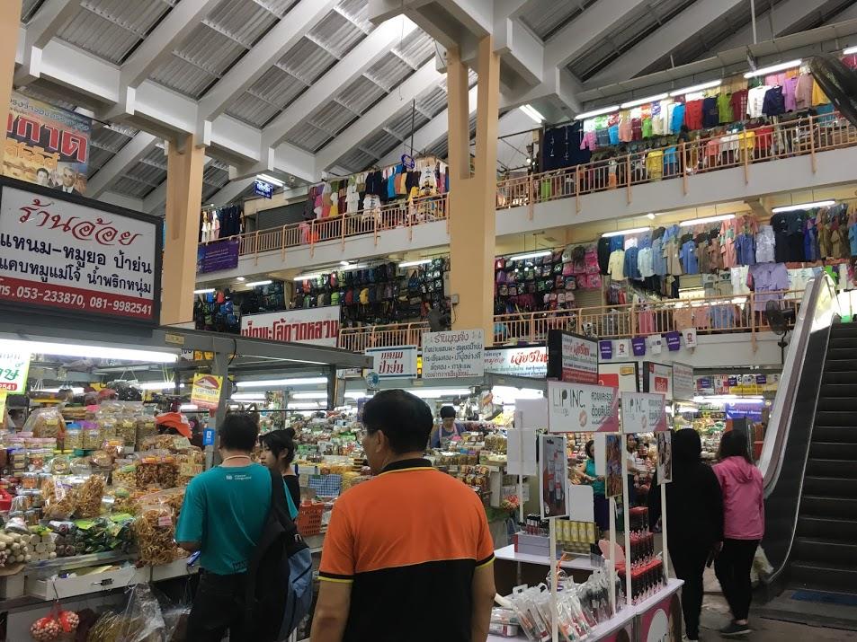 チェンマイのお土産買い物場所・ワロロット市場(洋服類)