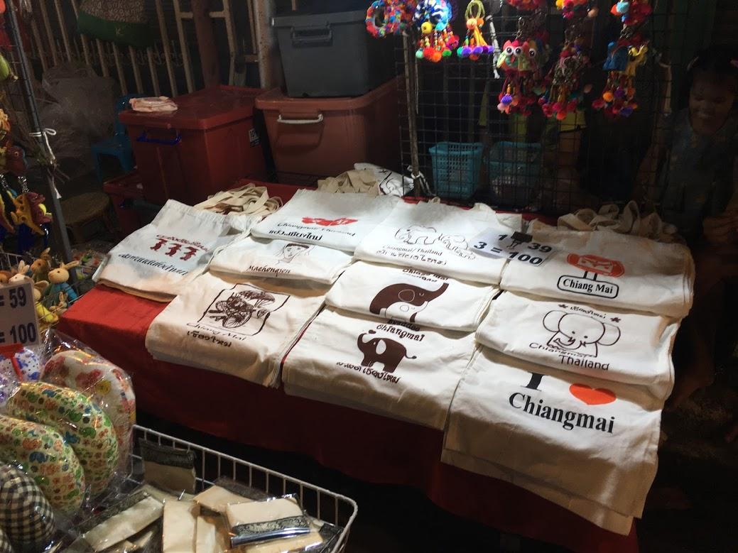 チェンマイのお土産・Tシャツ・洋服類(サタデーナイトマーケット・バザール・市場)