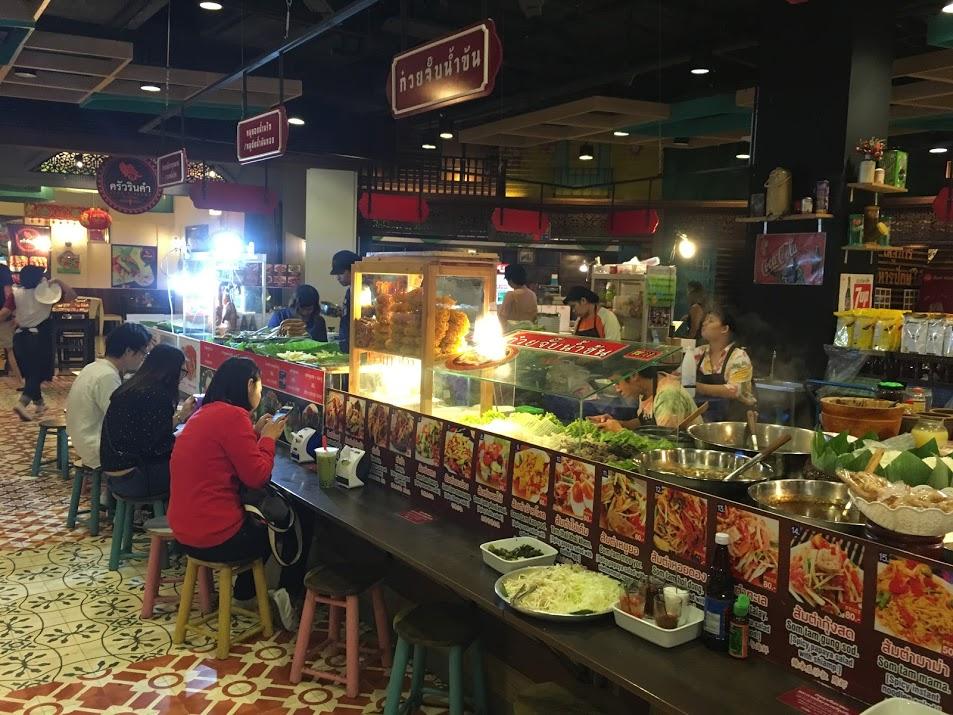 チェンマイのショッピングセンターMAYA内のフードコート