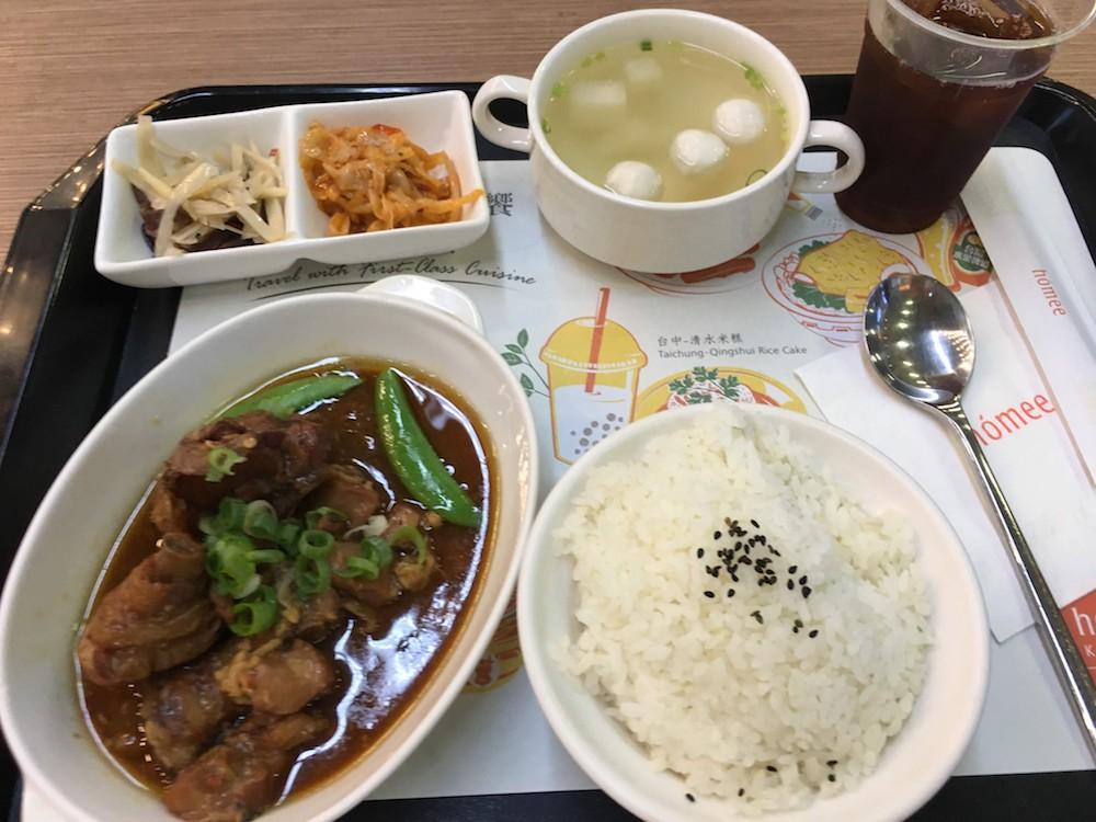 台湾料理も食べられるレストラン: 機内持込で台湾ビールをお土産に買える