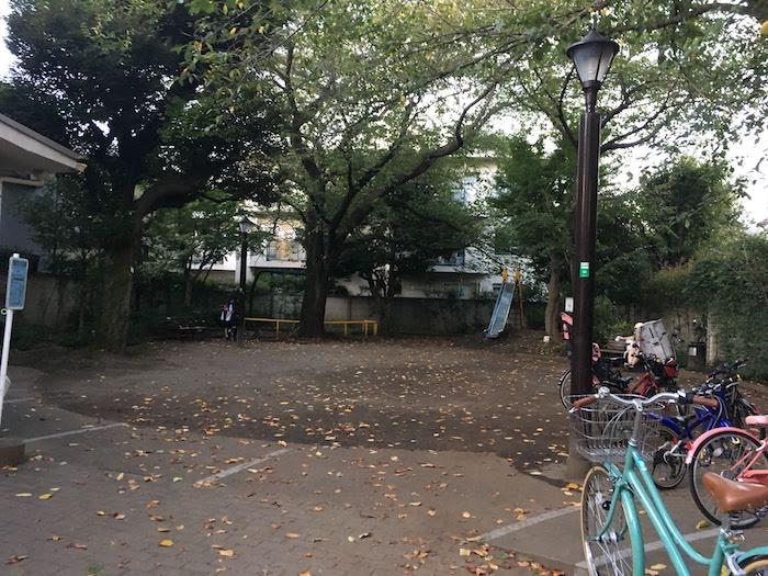 西荻北中央公園: 西荻窪駅から近く/買い物・散歩の合間に利用可能