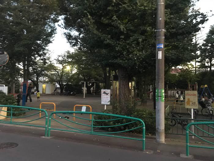 関根文化公園: 住宅地の中の遊具も充実した公園