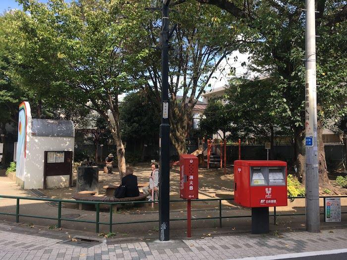 西荻南児童公園: 西荻窪駅から近くの小さな公園/桜の花見にもおすすめ