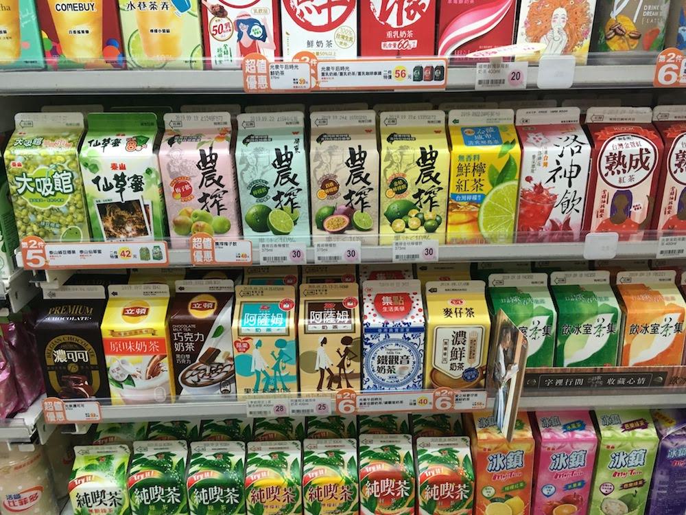 紙パックのお茶・ジュース・タピオカミルクティーなど: 台湾現地で人気の飲み物のお土産