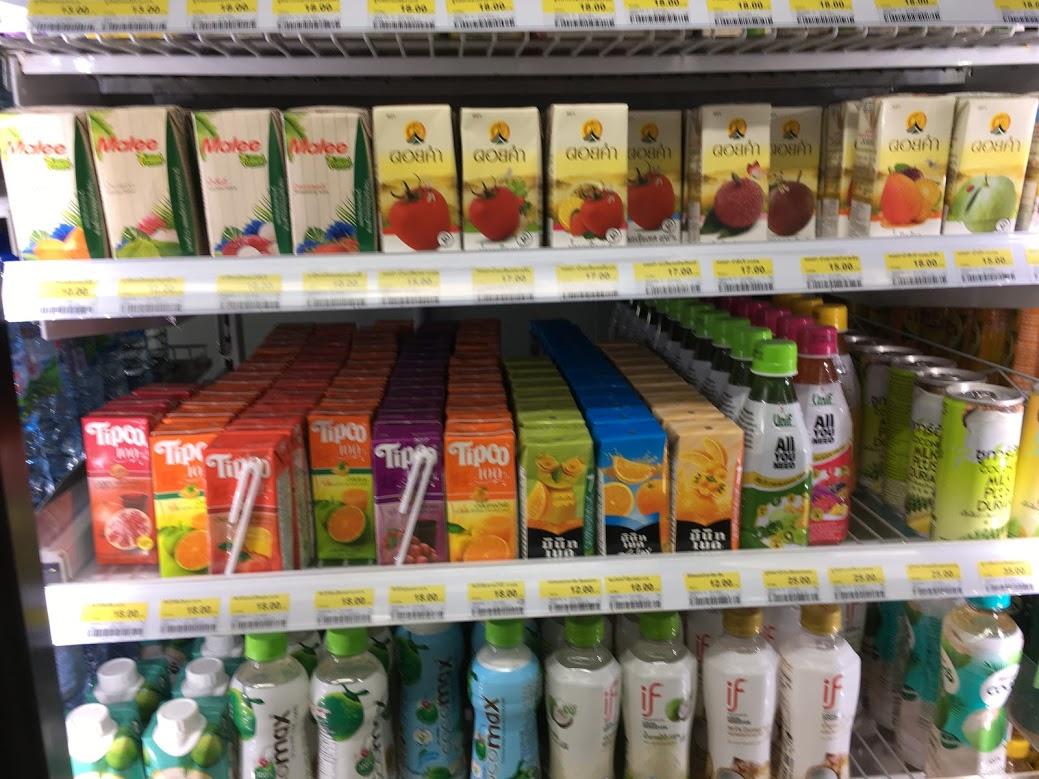 チェンマイのお土産・ココナッツやフルーツのジュース(旧市街のスーパーマーケット・コンビニ)