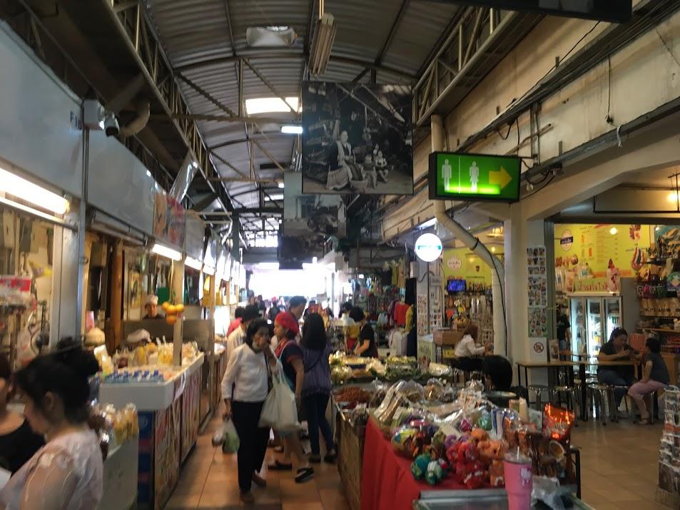チェンマイのお土産買い物場所・ワロロット市場(雑貨・食品)