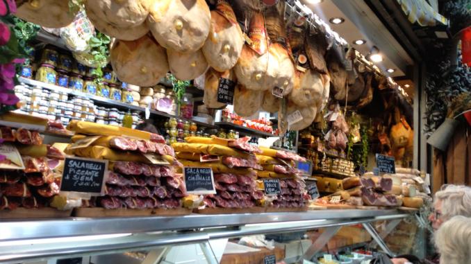 【フィレンツェ中央市場】おすすめ人気グルメ・お土産や行き方