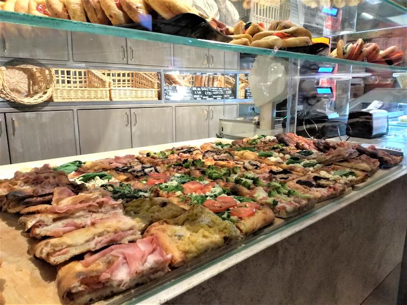 フィレンツェ中央市場・Il pane e la pasticceria のカットピザ