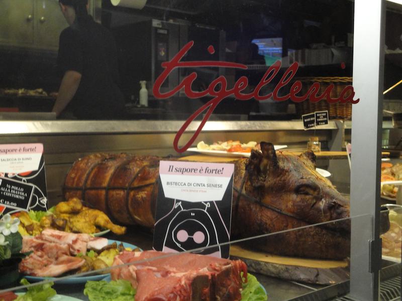 フィレンツェ中央市場・生ハム・肉・ビステッカ・フィオレンティーナ(Tボーンステーキ)