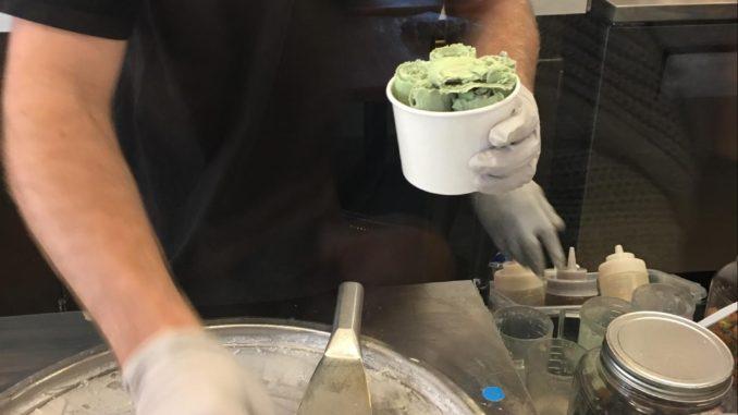 ハワイのロールアイスクリームの作り方5・ロール状のアイス5個