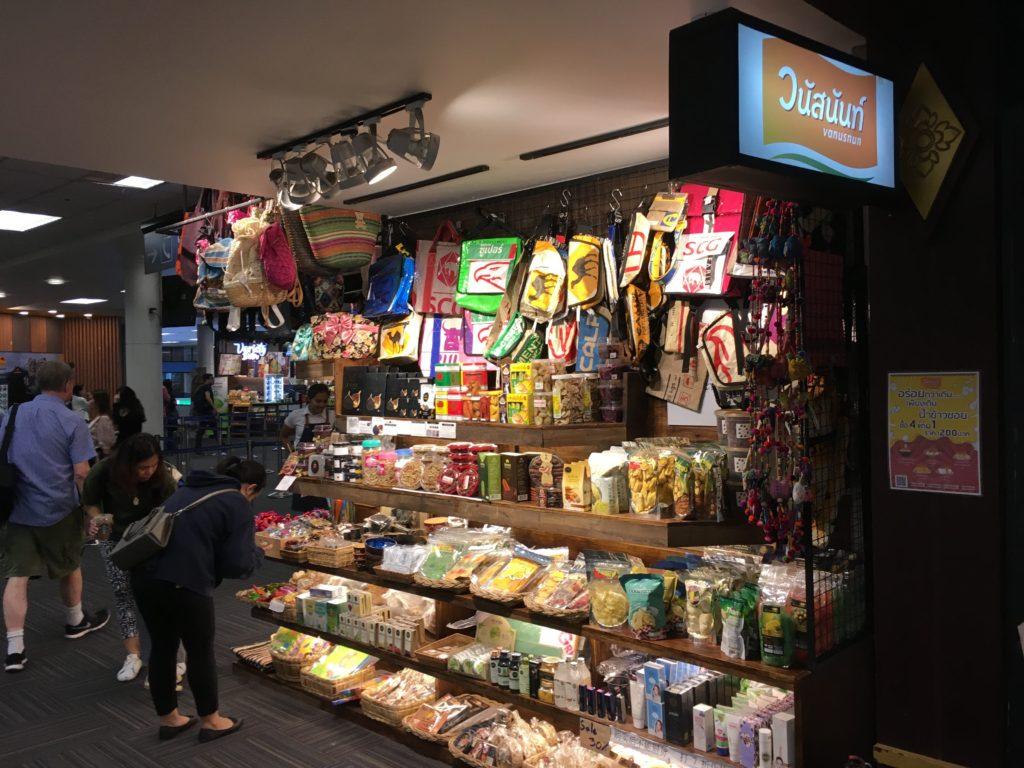 チェンマイ空港でお土産を買える店・場所: 雑貨屋(出国前 2階)