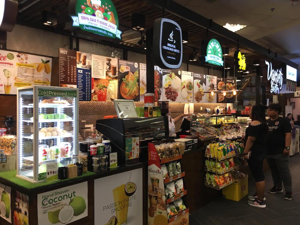 チェンマイ空港でお土産を買える店・場所: 軽食・コンビニのお店(出国前 2階)