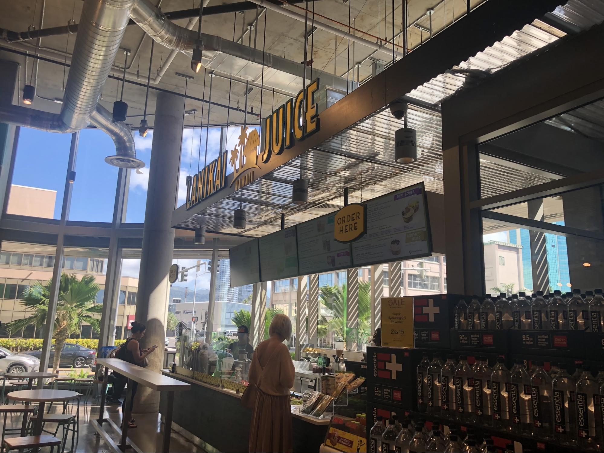ハワイ・ホールフーズの飲食店/フードコートグルメ・ラニカイジュース