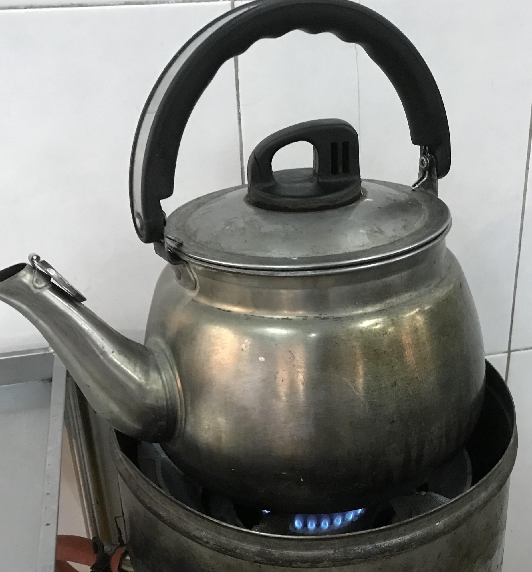 バクテーの食べ方/お店で見かけるヤカンでお茶を用意