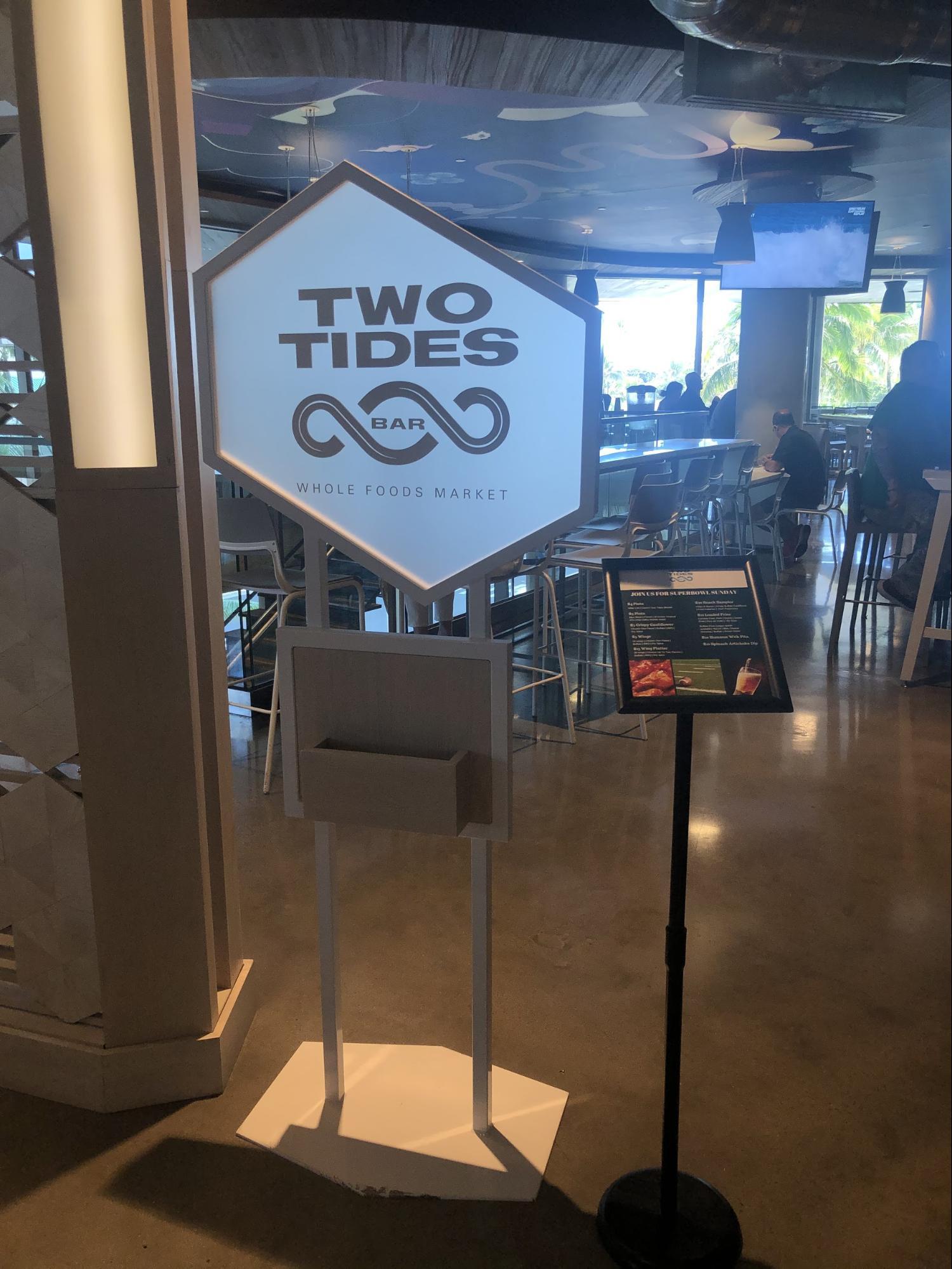 ハワイ・ホールフーズの飲食店/フードコートグルメ・Two Tidesバー(ビール)
