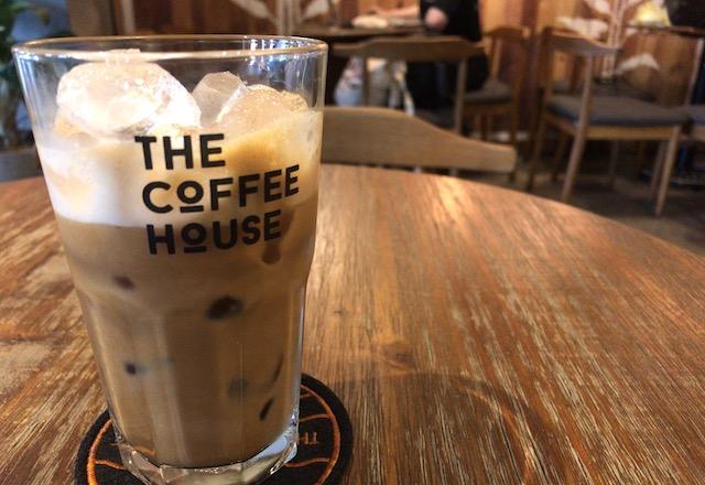 ホーチミン・現地で有名なチェーン店のカフェ①: The coffee houseの店内とコーヒー