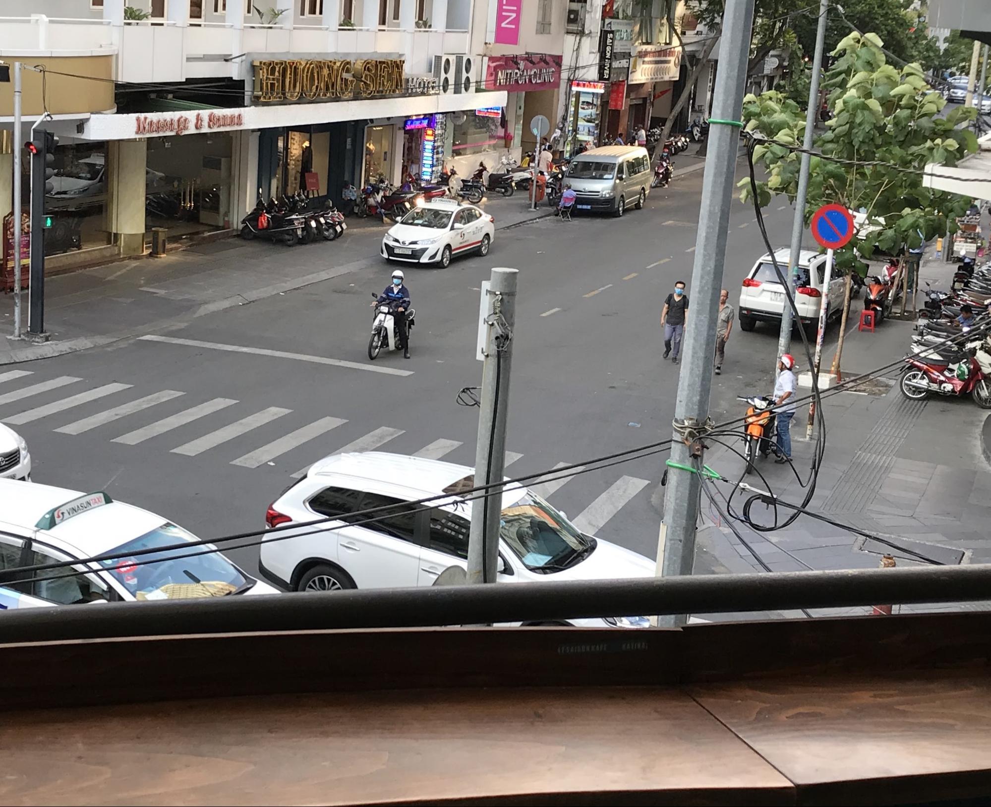 ホーチミン・現地で有名なチェーン店のカフェ③: KATINATの店内からの眺め
