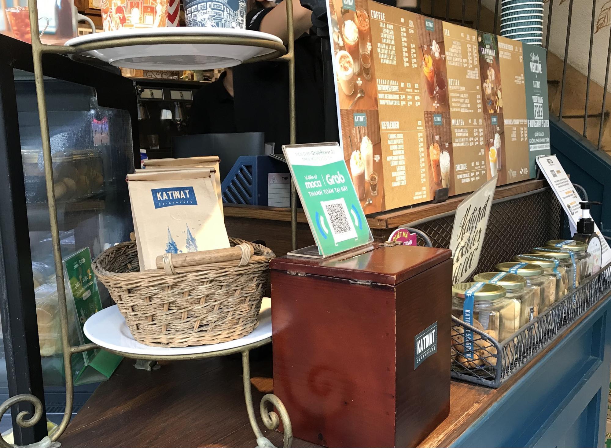 ホーチミン・現地で有名なチェーン店のカフェ③: KATINATの店内の様子