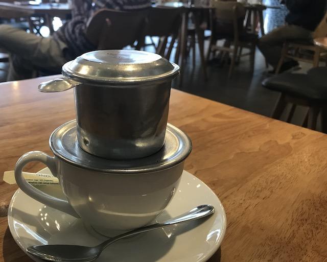 本場のベトナムコーヒーは時間がかかる?/独特なフィルターを使用して抽出