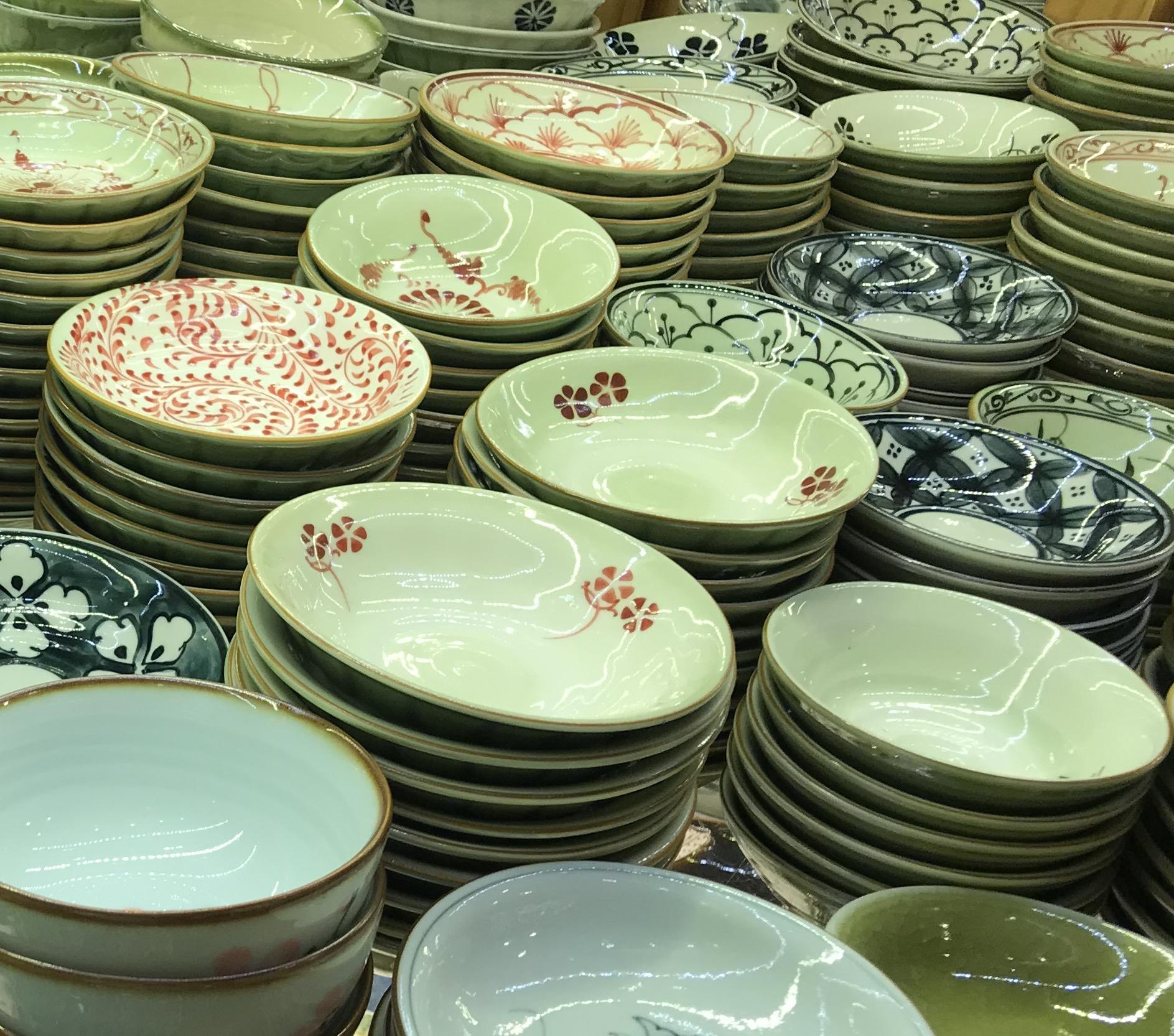 ベトナム・ホーチミンの雑貨のお土産:食器・漆器のお土産(バッチャン焼き)