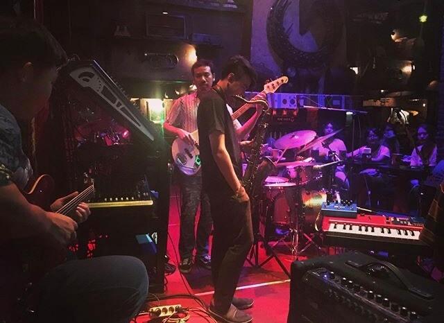 Saxophone:老舗ジャズバー・音楽ライブの様子