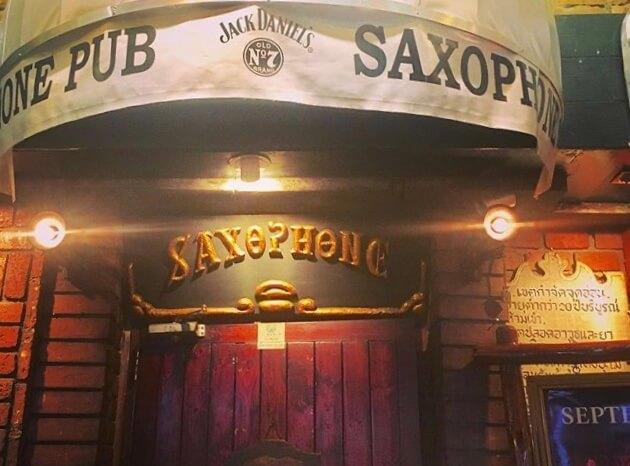Saxophone:老舗ジャズバー入り口
