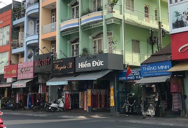 ベトナム・ホーチミンのオーダーメイド:タンディン市場で生地を買う